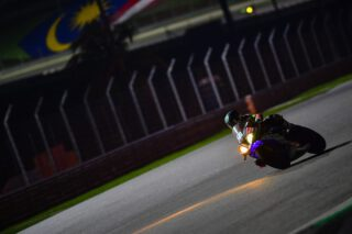 Mega two stints by @luzzy_69_ - Now @stefan_kerschbaumer_89 taking the last stint to fight for the second spot on the Superstock podium of the #8hSepang! Keep your fingers crossed!